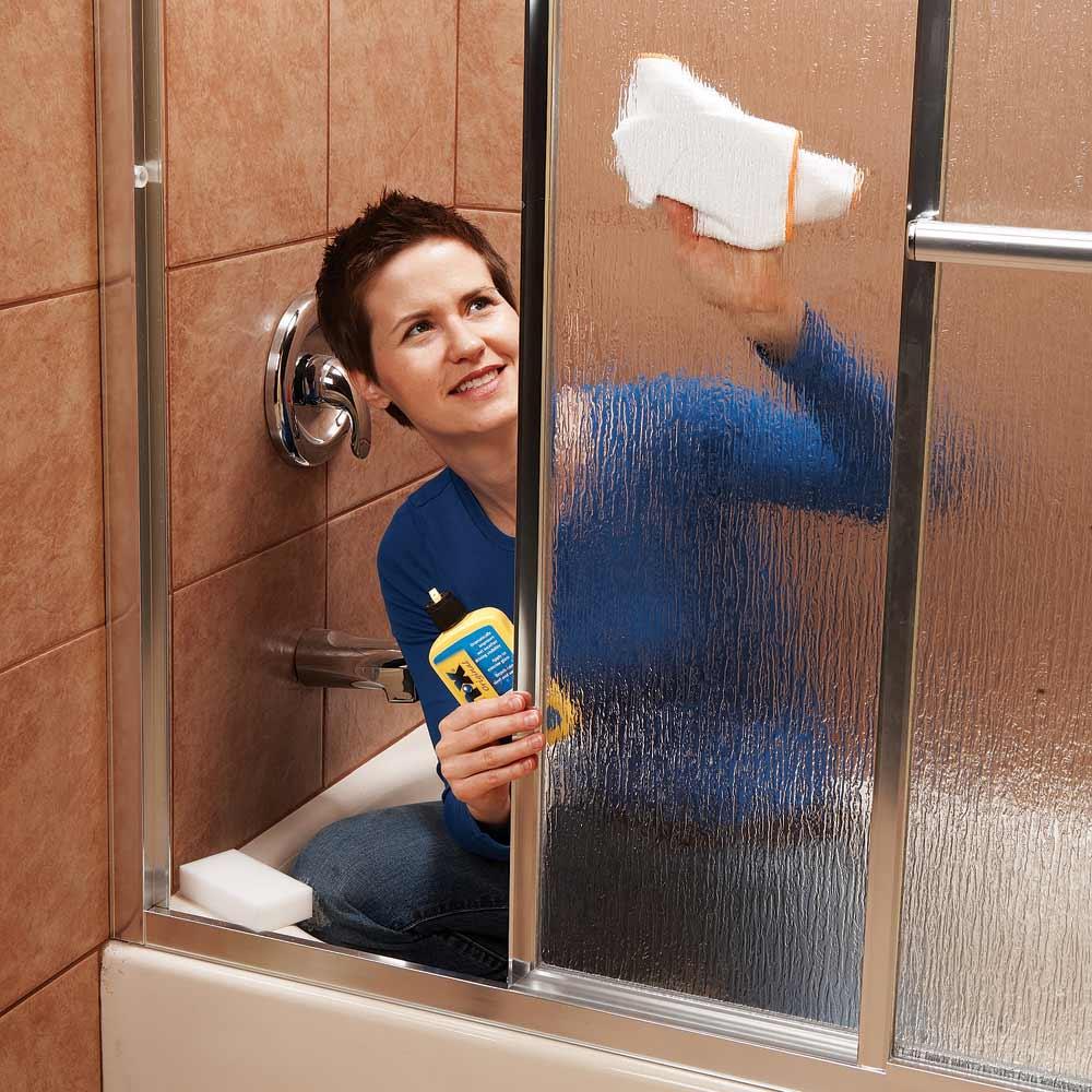 vệ sinh kính khách sạn